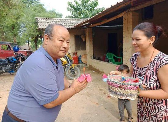 ग्रामिण क्षेत्रको स्वागत ग्रहण गर्दै पत्रकार तिलक पुन 'पुर्जा'
