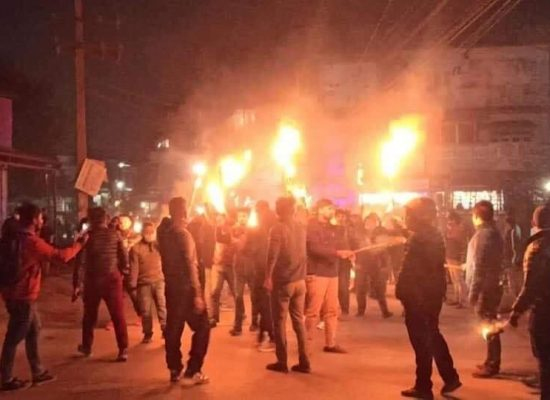 चितवनको नार्याना गढमा दाहाल-नेपाल समुहद्वारा आयोजित मशाल जुलुश